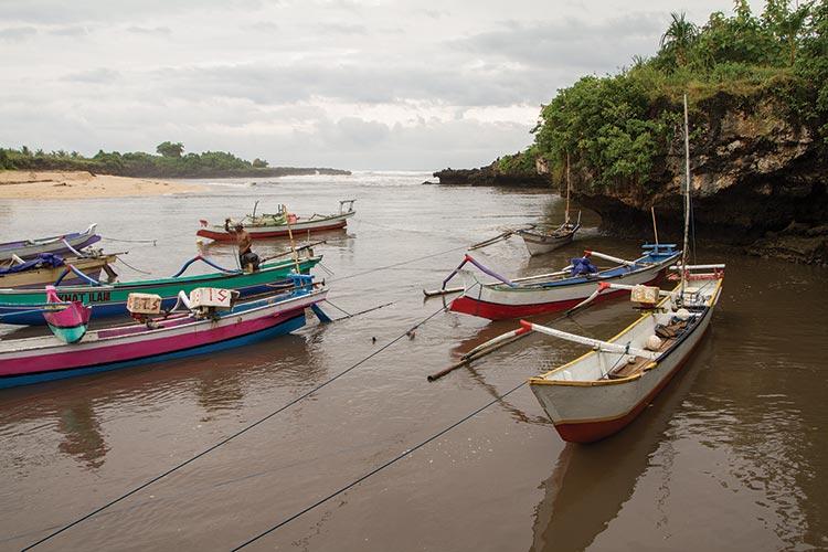 Kapal Armada Cumi-cumi Perokonda